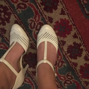 COMFORTABLE WHITE T STRAP PUMPS
